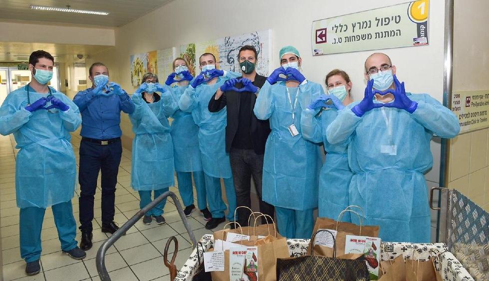 צוותים רפואיים מקבלים מזון ממסעדות (צילום: הקריה הרפואית רמב