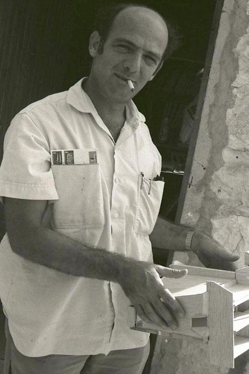 כאן כבר כאדריכל ישראלי קיבוצי. תכנן שלל מבנים בתנועה (צילום: אוסף פרטי של פרדי כהנא)