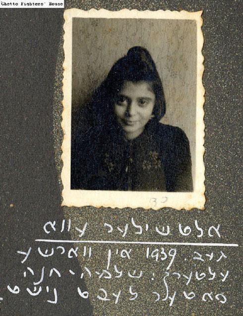 """חוה אחרי המלחמה. """"הבנתי שההשפלות שעברתי בילדות גרמו לי לחפש כל החיים את ההשפלה"""" (צילום: אלבום פרטי)"""
