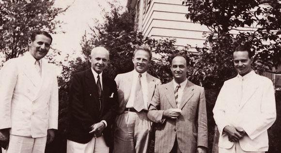הקיץ האחרון יחד. חאודסמיט (משמאל) עם הייזנברג (במרכז) ופרמי (שני מימין) במחנה הקיץ במישיגן  (צילום: ארכיון פאולינג, אוניברסיטת אורגון)