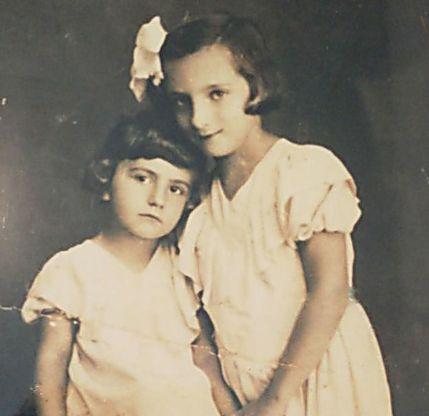 עם אחותה הקטנה. נפרדו באושוויץ לנצח