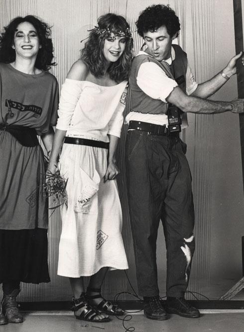"""""""רציתי לחזור לתקופה ההיא כי היא סימלה סולידריות"""". קולקציית הצנע של דורין פרנקפורט, 1984 (צילום: מנחם עוז)"""