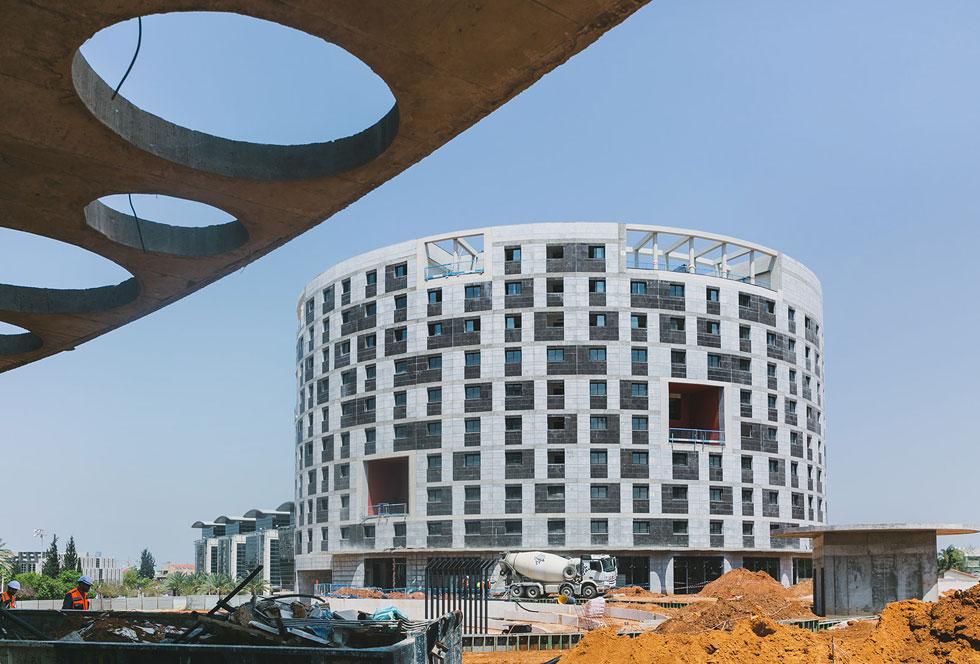 אחד משני המבנים של מעונות הסטודנטים החדשים בבר-אילן, בתכנון פיק אדריכלים בשיתוף רני זיס אדריכלים (צילום: עדי אקשטיין)