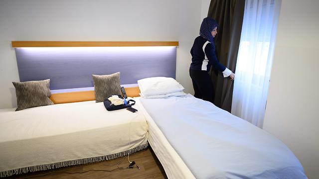 הומלסים חסרי בית גרים בבית מלון ז'נבה שווייץ ()