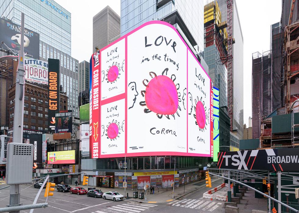 ''אהבה בימי קורונה''. הכרזה של המאיירת מיירה קלמן. איור ענק בלב הכרך העירוני (Photo by Ian Douglas, Courtesy of Poster House and Times Square Arts)