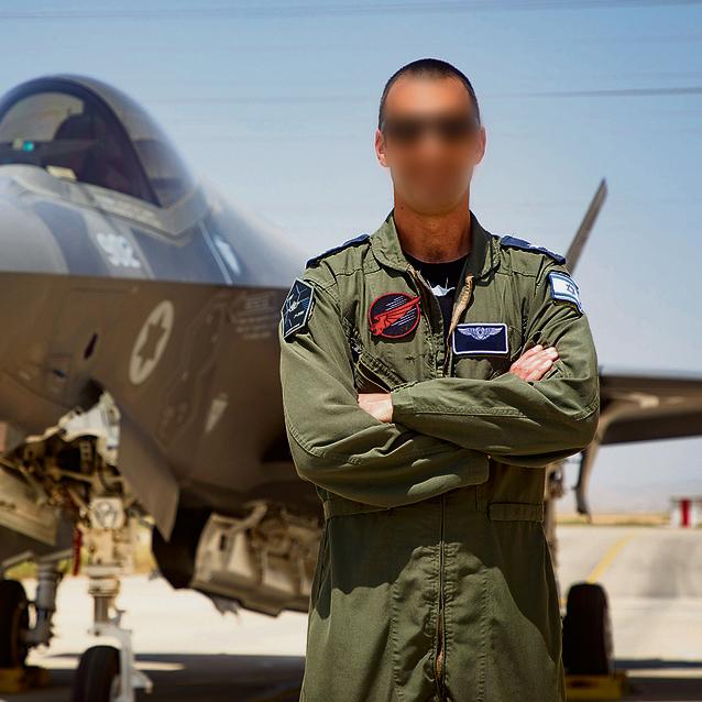 """מפקד טייסת 116 , סא""""ל נדב. """"זו לא טיסה של לשבת רגל על רגל"""""""