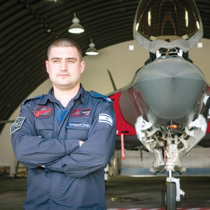 """רס""""ן אדי, הקצין הטכני של טייסת 116 . """"קיצרנו תהליכים של ימים לשעות"""""""