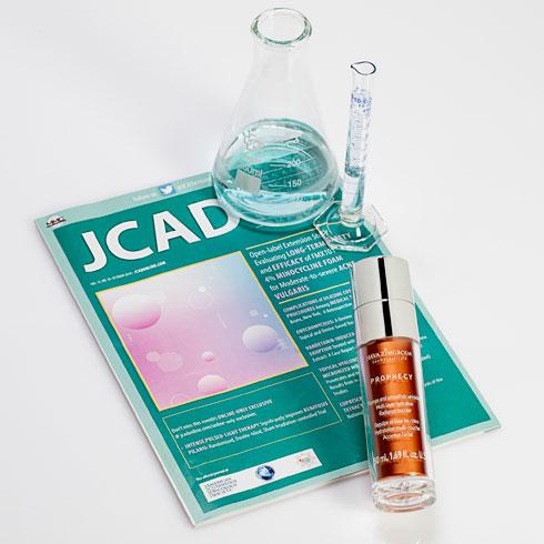 קרם הפרופסי וכתב העת המדעי JCAD. זו פעם ראשונה בה מחקר ישראלי בתחום הקוסמטיקה מקבל במה והכרה מכתב עת נחשב זה (צילום: כפיר צבי)