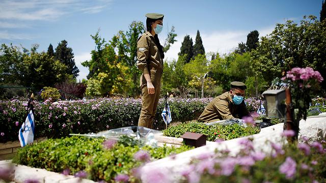 בית עלמין בתל אביב (צילום: רויטרס)