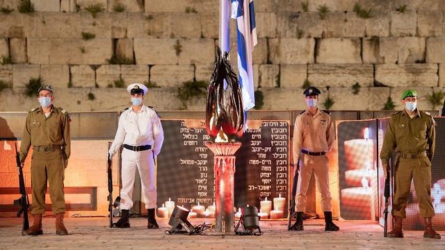 טקס יום הזיכרון הממלכתי לחללי מערכות ישראל ברחבת הכותל בירושלים (צילום: דובר צה