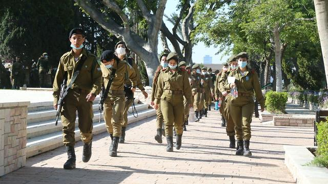 בית עלמין קריית שאול בתל אביב ביום הזיכרון (צילום: מוטי קמחי)