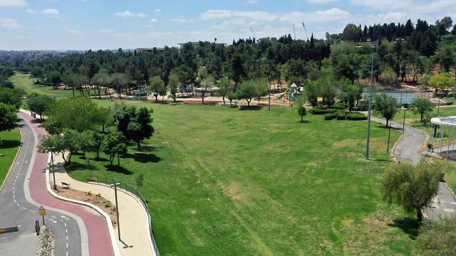 גן סאקר בירושלים ריק מאדם (צילום: מאיר בינקוביץ, צילום רחפן)