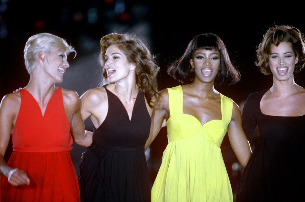 לינדה אוונג'ליסטה, סינדי קרופורד, נעמי קמפבל וכריסטי טרלינגטון בתצוגה של ורסאצ'ה, 1991 (צילום: rex/asap creative)