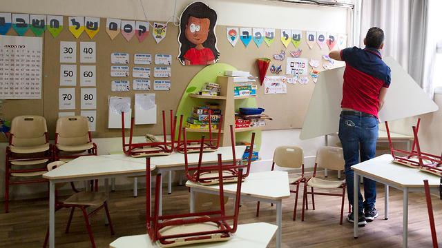 כיתה ריקה בבית ספר יסודי בתל אביב (צילום: AP)