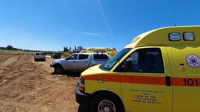 התרסקות מטוס קל בשטח פתוח ליד יקום (צילום: דוברות מד