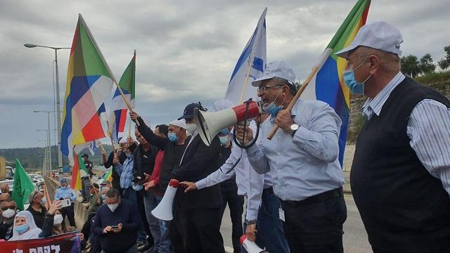 הפגנת המונים במחלף אליקים של הדרוזים והצ'רקסים על הפסקת התקציבים מהממשלה (צילום: גיל נחושתן)