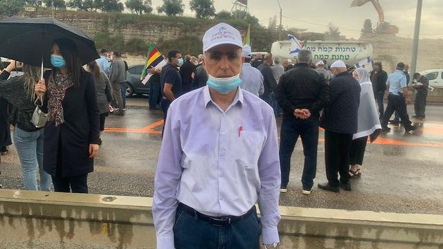ראדי נג׳ם ראש מועצת בית ג׳אן בהפגנת ההמונים במחלף אליקים של הדרוזים והצ'רקסים על הפסקת התקציבים מהממשלה (צילום: רועי רובינשנטיין)