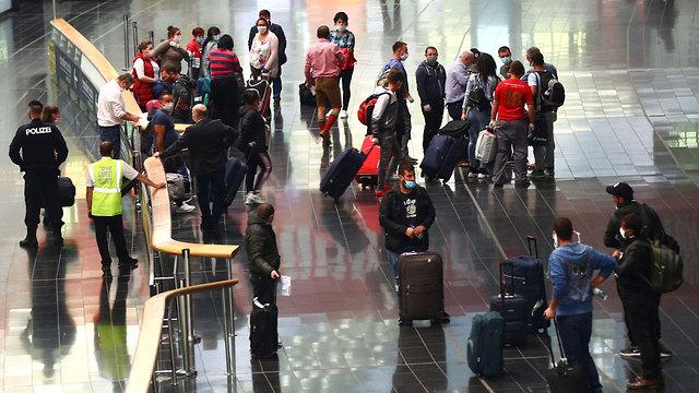 רומניה עובדים עונתיים מגיעים ל אוסטריה וינה (צילום: רויטרס)