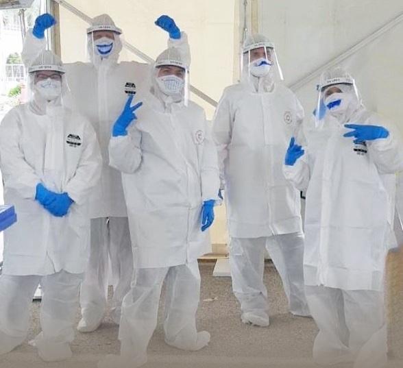 סטודנטים לרפואה לפני פעילות עם חולי קורונה (צילום: אוניברסיטת בר אילן)