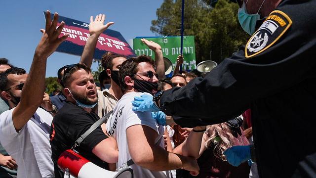 הפגנה מחאה סטודנטים על זכויות ב משבר נגיף וירוס קורונה הקורונה מול המועצה ל השכלה גבוהה ירושלים (צילום: שלו שלום)