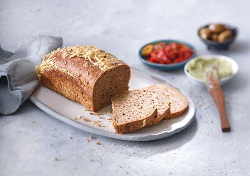 לחם דֶני בתבנית  (צילום: אנטולי מיכאלו, סגנון: ענת לבל)