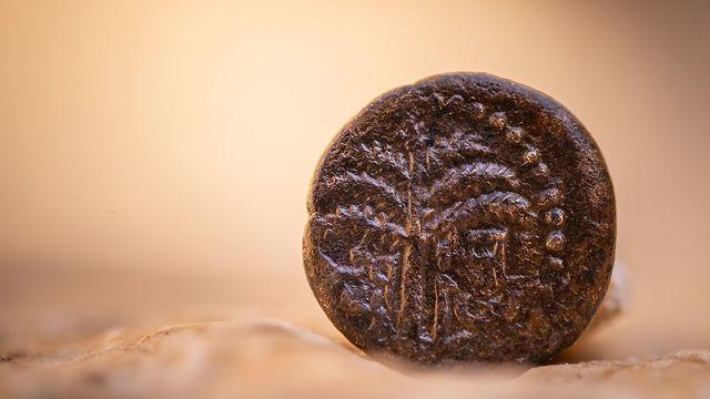 מטבע מרד בר כוכבא הנושא את הכיתוב: