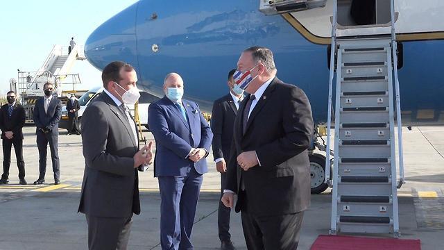 מזכיר המדינה האמריקאי מייק פומפאו נוחת בישראל (צילום: זיו סוקולוב, שגרירות ארצות הברית)