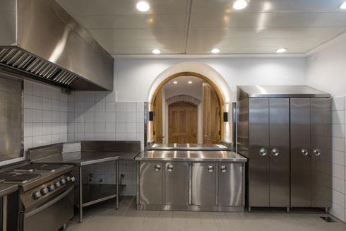 ישן וחדש גם במטבח (צילום: שירן כרמל)