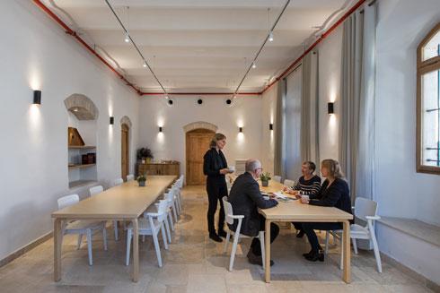חדר ההרצאות והאוכל (צילום: שירן כרמל)