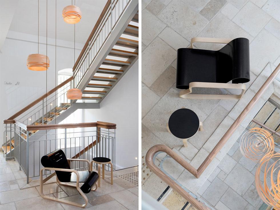 רוב הרהיטים - כמו הכורסה השחורה שעיצב האדריכל הפיני אלוור אלטו - נרכשו מחברת Artek הפינית. ''אלה פריטים שנכנסו לפנתיאון העיצוב הפיני'', אומרת פרידמן. ''יוצריהם האמינו שעיצוב טוב ראוי שיהיה נגיש לכולם – תפיסת עולם שוויונית שהתאימה למקום'' (צילום: שירן כרמל)