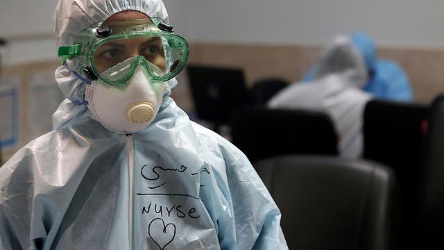 מומחים באיראן ובמערב טוענים שבאיראן מתו מיליון בני אדם לפחות מוירוס הקורונה .מומחים סינים מעריכים שבאיראן מתו  1.7 מיליון בני אדם 996599401001397640360no