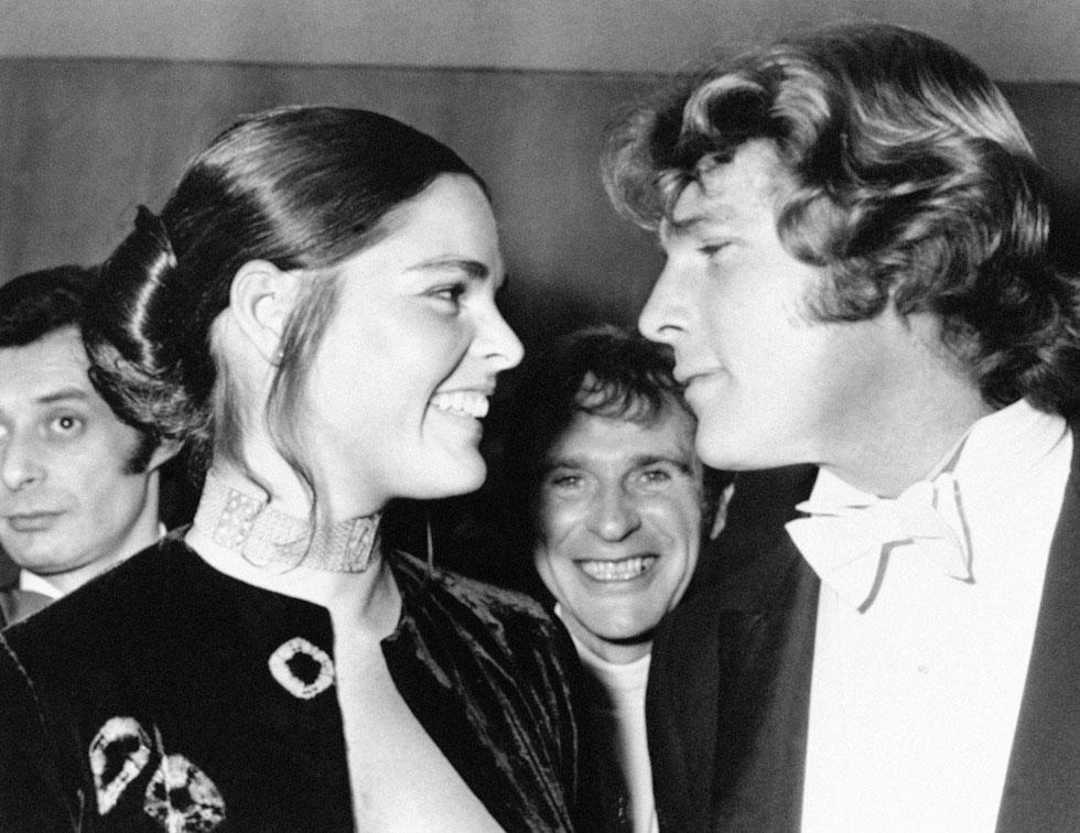 יפים ומבטיחים. ריאן אוניל ואלי מק'גרו בשנת 1971 (צילום: AP)
