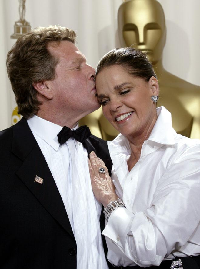 עם ריאן אוניל בטקס האוסקר, 2002 (צילום: AP)