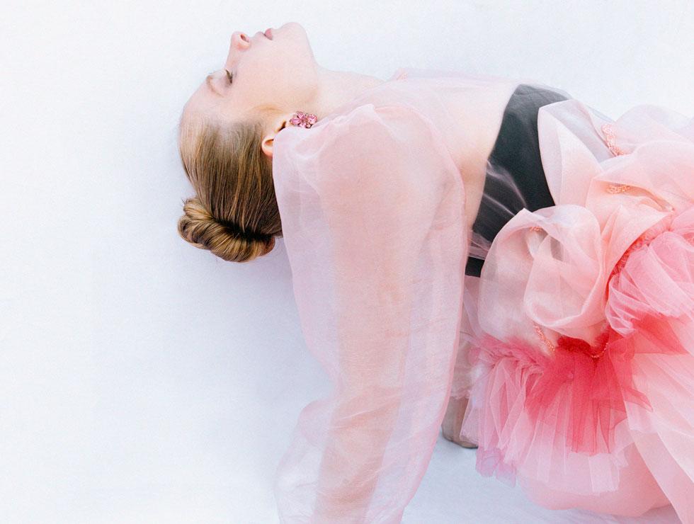 שמלה, Manu Couture   מחוך, נוקס   עגילים, לוני וינטג'  (צילום: עדי סגל)