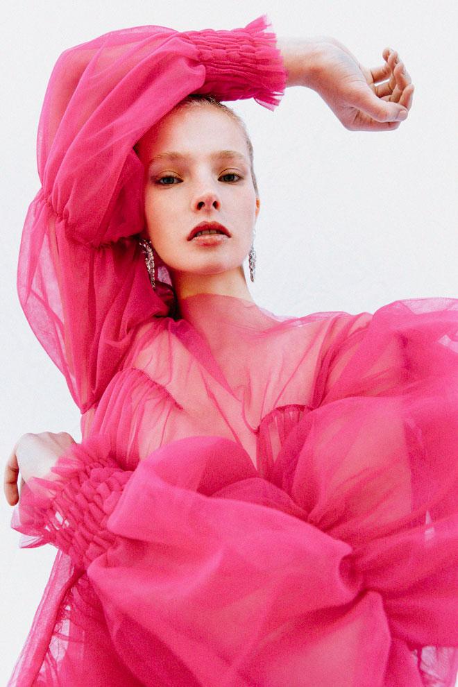 שמלה, חן אדר   עגילים, לוני וינטג' (צילום: עדי סגל)