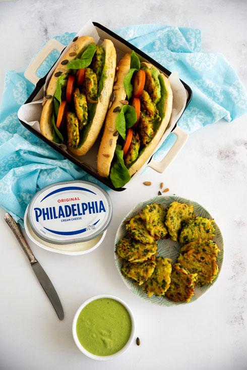 כריך פילדלפיה וקציצות ירק מוגשים עם מטבל ירוק  (צילום וסגנון: שרית נובק בעלת הבלוג misspetel)