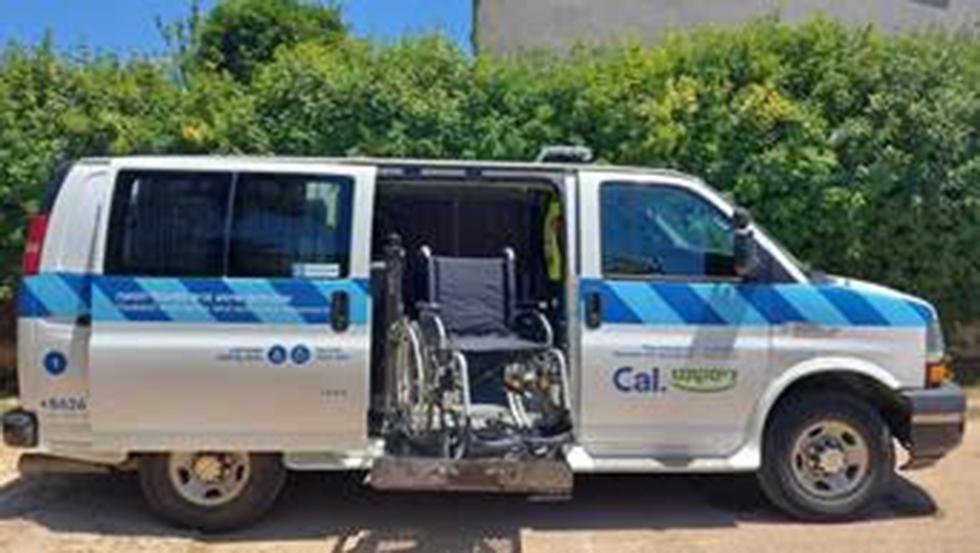 תרומות שבועי אמבולנס לשינוע קשישים (צילום: יח