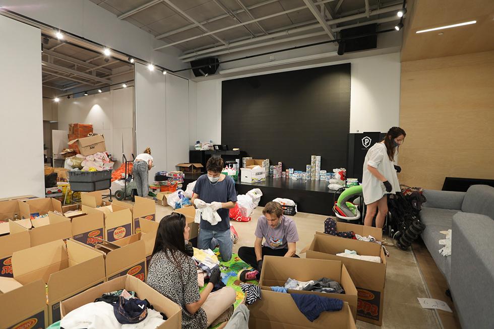 תרומות שבועי משרדי פלייסטאדיוס (צילום: שרונה קנטור)