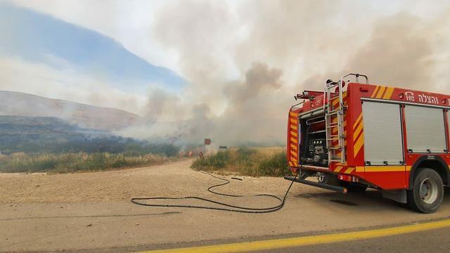 שריפת קוצים סמוך לבאר שבע (צילום: תיעוד מבצעי כבאות והצלה)