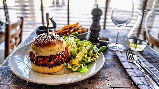 המבורגר לויתן (צילום: ליאור רפאל)