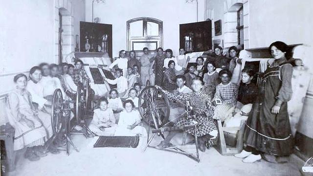 מחלקת השטיחים ב-1906 (צילום: מתוך הספר: