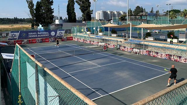 אימון במרכז הטניס ברמת השרון (צילום: לילו צרפתי)