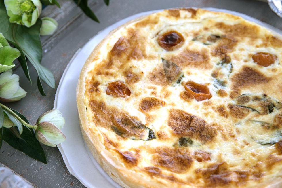 כמו של מקצוענים: קיש גבינת עיזים ואנטיפסטי (צילום: טל סיון ציפורין)