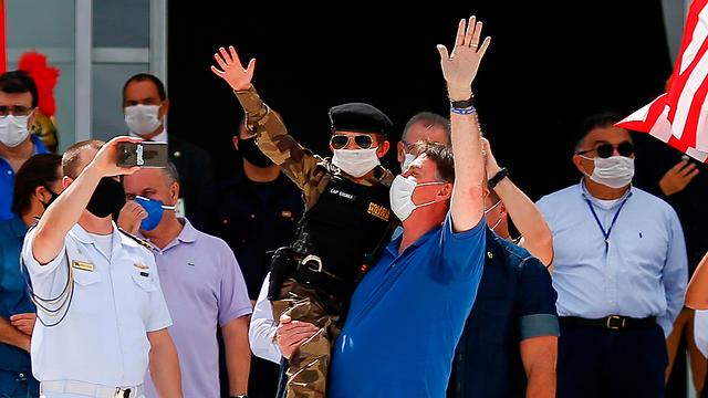 נשיא ברזיל ז'איר בולסונרו ב הפגנה נגד ה סגר ברזיליה ()