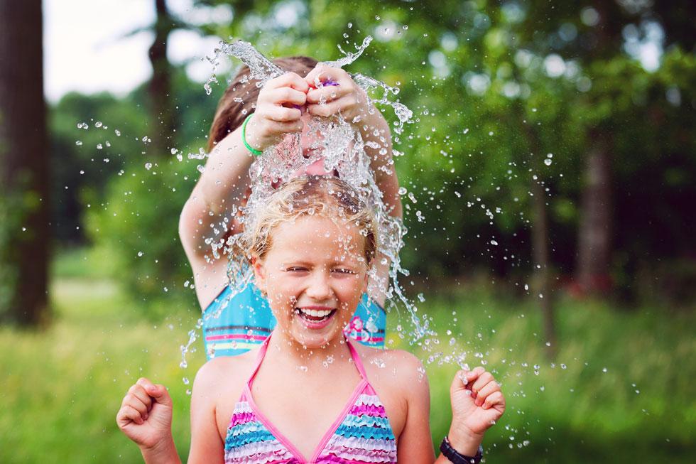 רעיונות טובים ומרעננים לפעילויות מים שיעזרו לשרוד את המשך החמסין - עם מינימום השקעה ומקסימום הנאה. לחצו למדריך (צילום: Shutterstock)