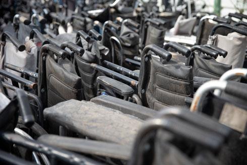 """כיסאות הגלגלים בסדנה בכפר סבא. """"שינוי לטובה בכל הקשור לקבלת האחר"""" (צילום: עוז מועלם)"""
