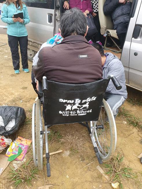 """כיסא שתוקן בעזרת """"גלגלים של נתינה"""". """"אנחנו חלוצים בתחום"""", אומרים מנהלי הפרויקט"""