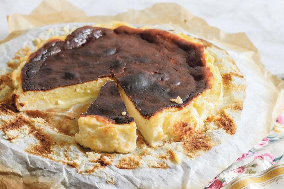 עוגת גבינה באסקית (צילום וסגנון: מילי אליהו)