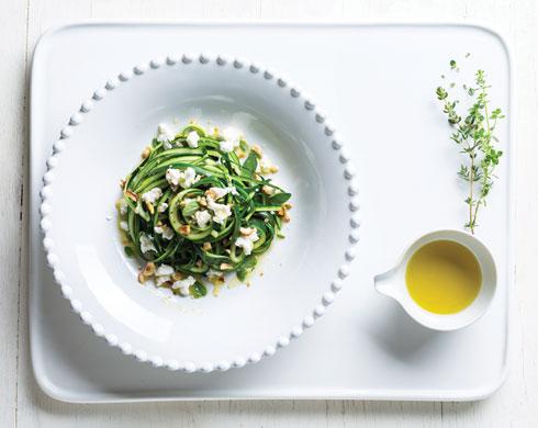 ספגטי זוקיני ברוטב שמן זית וגבינה מלוחה (צילום: בועז לביא, סגנון: פסי ברניצקי)