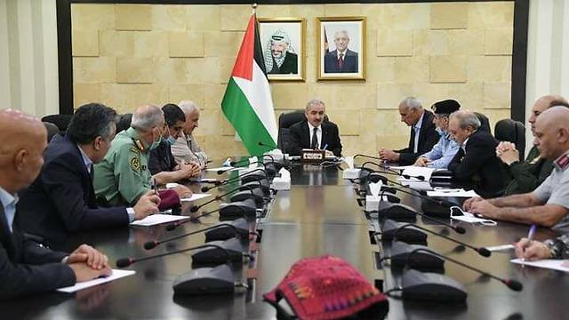 פגישת ראש הממשלה הפלסטיני מוחמד אשתייה עם ראשי המנגנונים הפלסטינים ברמאללה ()
